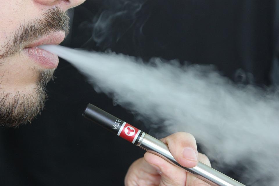 Cigarette électronique: vapoter est-il réellement moins cher que fumer?