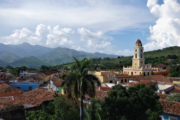 Parcourir les sites touristiques cubains en véhicule